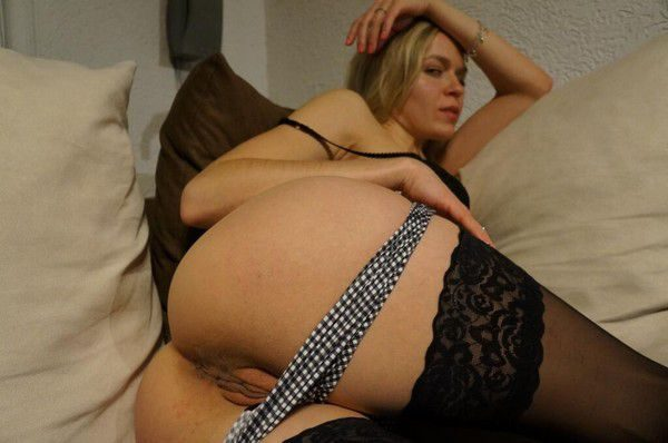 jolie-fille-deculottee-2752820